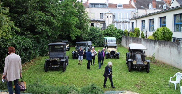 La collection de voitures anciennes de la famille Laurière présentée au public
